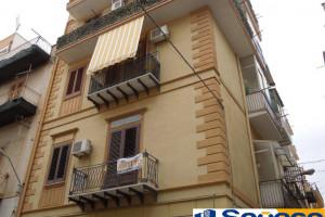 Bagheria (PA) in vendita appartamento ottimo stato due (2) vani in palazzina trifamiliare