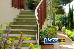 Bagheria (PA) in vendita appartamento in villa 14 vani quattro servizi e due terrazzi