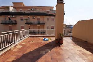 V/101 - Bagheria (PA) via Rosolino Pilo (zona Stazione) in vendita monolocale con ampio terrazzo