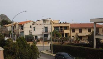Santa Flavia (PA) frazione Sant'Elia in affitto appartamento tre (3) vani con terrazzo coperto