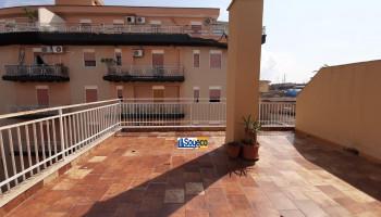 Bagheria (PA) via Rosolino Pilo (zona Stazione) in vendita monolocale con ampio terrazzo