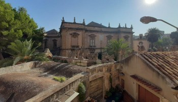 Bagheria (PA) centro storico (Villa Palagonia) in vendita palazzina multipiano