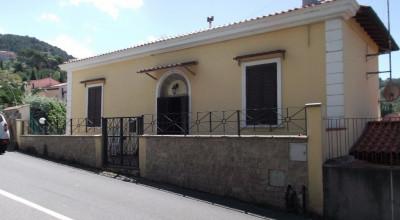 Montenero-Porzione di palazzina indipendente