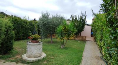 Antignano-Villetta indipendente di 160mq con bel giardino. Da vedere!