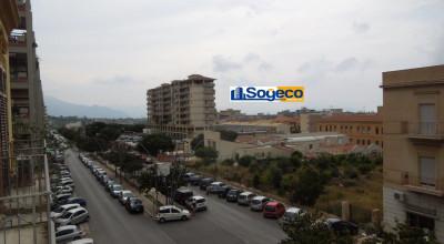 Bagheria (PA) in vendita prestigioso appartamento cinque (5) vani più accessori