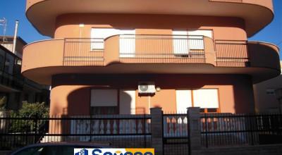 Bagheria (PA) in vendita appartamento di 250 mq. otto (8) vani più accessori