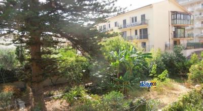 Bagheria (PA) centro città in vendita ampia villa unifamiliare con 1.700 mq. di giardino