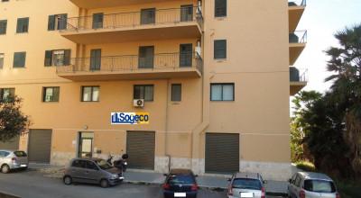 Bagheria (PA) via Monaco Primo (Dante) in vendita ufficio al piano seminterrato 3 vani ed accessori