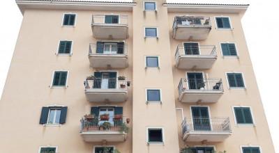 Bagheria (PA) in vendita prestigioso appartamento con vista mare cinque (5) vani ed accessori