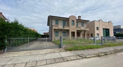 Villa singola e capannone rif.232