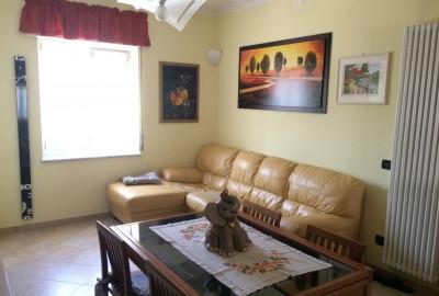 Fossone, appartamento a piano terra con ottime rifiniture, 2 camere, sala, cucina, garage e p.auto