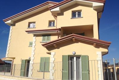 Bonascola, appartamento di nuova costruzione, al primo ed ultimo piano, con 2camere, 2 bagni, sala, cucina e 2 p.auto.